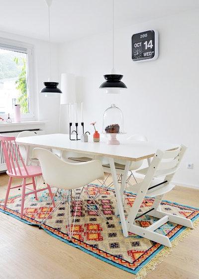 bitte abstand halten die richtigen ma e f r tisch wand und stuhl. Black Bedroom Furniture Sets. Home Design Ideas
