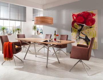 Hochwertige Esstisch-Gruppe mit Freiform-Tisch und bequemen Sesseln