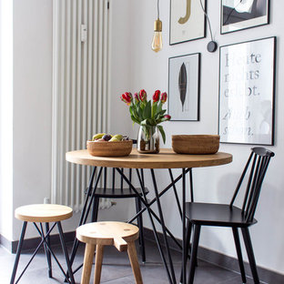 Geschlossenes, Kleines Modernes Esszimmer ohne Kamin mit weißer Wandfarbe und grauem Boden in Berlin