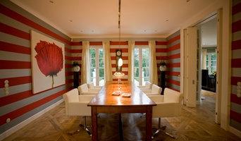 Klassisches Esszimmer mit besonderer Wandgestaltung
