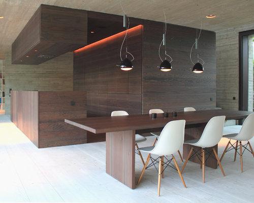 Moderne Wohnküche Mit Beiger Wandfarbe Und Gebeiztem Holzboden In Hannover