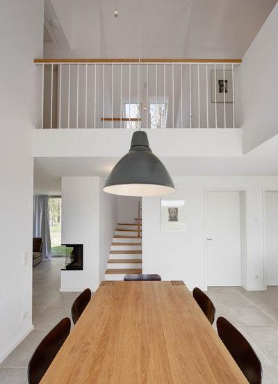 Modern Esszimmer by dobelstein Architektur
