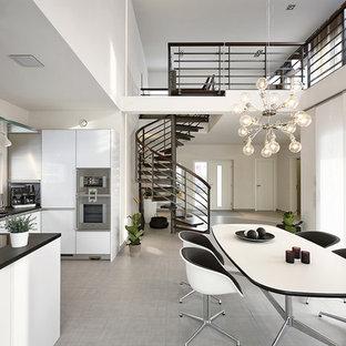 Cette photo montre une grand salle à manger ouverte sur le salon tendance avec un mur blanc et un sol en linoléum.