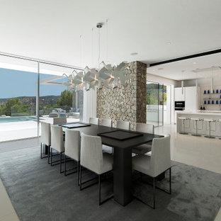 Imagen de comedor de cocina contemporáneo, grande, con paredes rojas y suelo gris