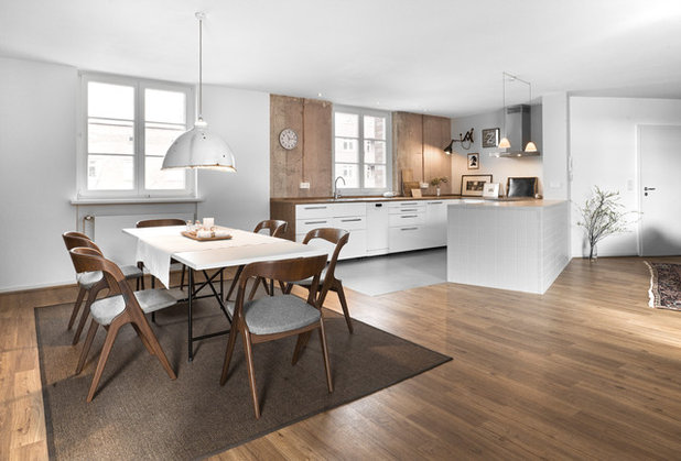 Contemporary Dining Room by Studio Plietsch