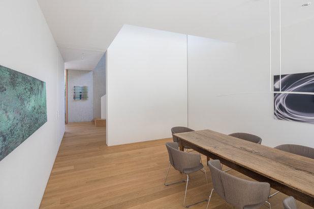 Minimalistisch Esszimmer by Unterlandstättner Architekten