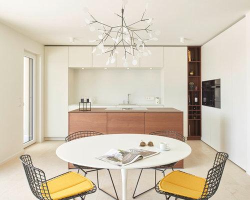 Mittelgroße Moderne Wohnküche Ohne Kamin Mit Weißer Wandfarbe, Marmorboden  Und Beigem Boden In Stuttgart