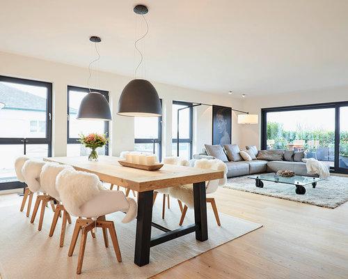 Offenes Modernes Esszimmer Mit Weißer Wandfarbe Und Hellem Holzboden In  Frankfurt Am Main