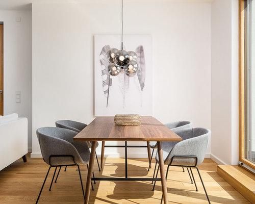 Offenes, Kleines Modernes Esszimmer Ohne Kamin Mit Weißer Wandfarbe, Hellem  Holzboden Und Beigem Boden