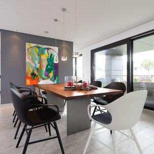 Modernes Esszimmer Mit Grauer Wandfarbe Und Beigem Boden In Stuttgart
