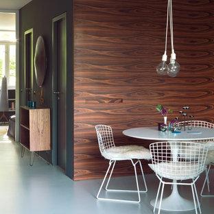 Foto di una sala da pranzo aperta verso la cucina minimalista di medie dimensioni con pavimento in linoleum, pavimento bianco e pareti blu