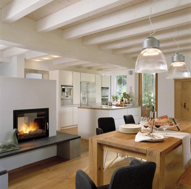 Modern Esszimmer by Bau-Fritz GmbH & Co. KG