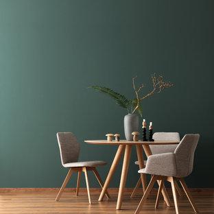 Idee per una sala da pranzo design con pareti verdi