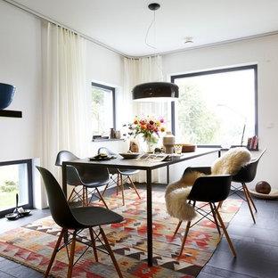 Esempio di una sala da pranzo design chiusa e di medie dimensioni con pareti bianche e pavimento in ardesia