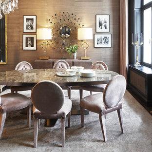 Idee per una sala da pranzo moderna di medie dimensioni con pareti marroni, pavimento in legno verniciato e pavimento nero
