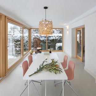 Esempio di una sala da pranzo aperta verso il soggiorno scandinava di medie dimensioni con pareti bianche, stufa a legna e pavimento bianco