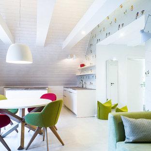 Offenes, Kleines Modernes Esszimmer mit bunten Wänden und grauem Boden in Hamburg