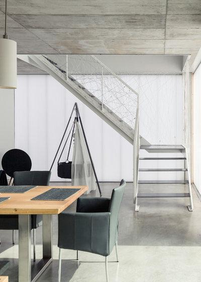 Minimalistisch Esszimmer by büro für bauform