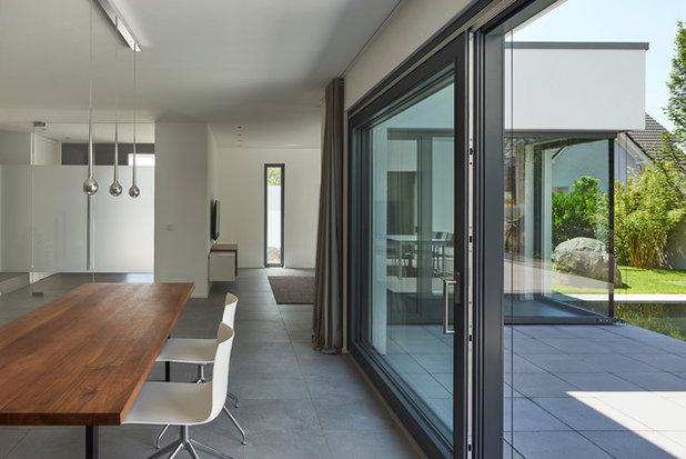 Minimalistisch Esszimmer by Fachwerk4 | Architekten BDA