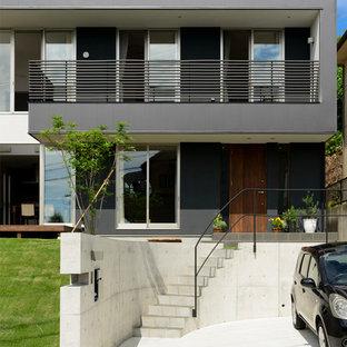 名古屋のモダンスタイルのおしゃれな二階建ての家 (グレーの外壁、陸屋根、戸建) の写真