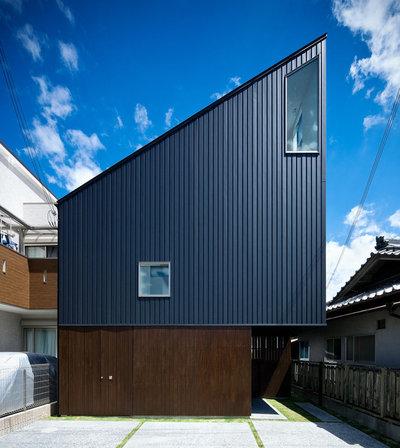 コンテンポラリー 家の外観 by UZU architects