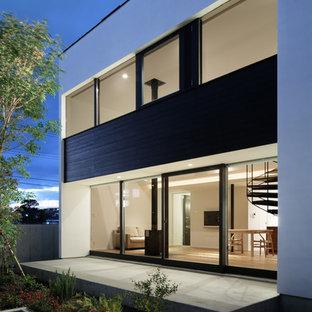 Aménagement Du0027une Façade De Maison Blanche Moderne De Taille Moyenne Et à  Un étage
