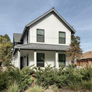 サンフランシスコのカントリー風おしゃれな家の外観 (木材サイディング、マルチカラーの外壁、デュープレックス) の写真
