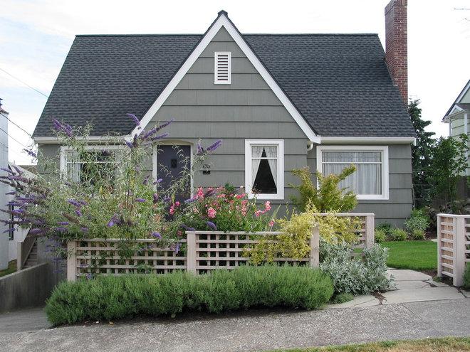 Классический Фасад дома by Sparrow Builders, Inc.