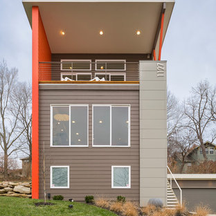 Idee per la facciata di una casa marrone contemporanea a tre o più piani