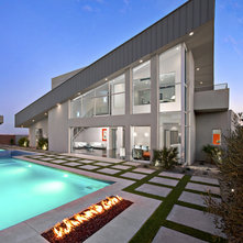 moderno facciata by walt lawler residential designer