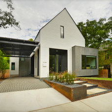Modern Exterior by MOORE-TATE projects + design