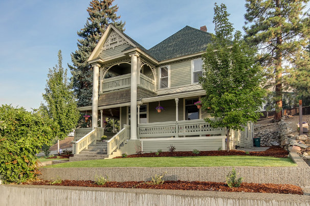 Traditional Exterior by Travis Knoop Photography