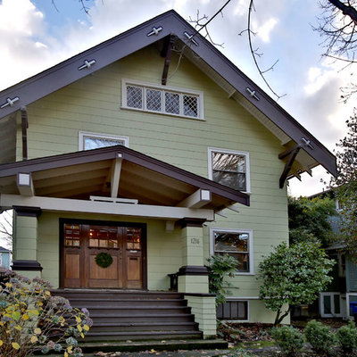 Inspiration for a craftsman green exterior home remodel in Portland