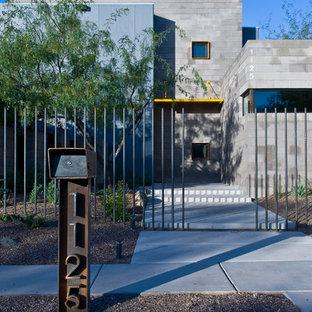Стильный дизайн: двухэтажный многоквартирный дом среднего размера в современном стиле с облицовкой из бетона - последний тренд