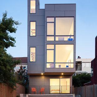 Ispirazione per la facciata di una casa grigia contemporanea a tre piani