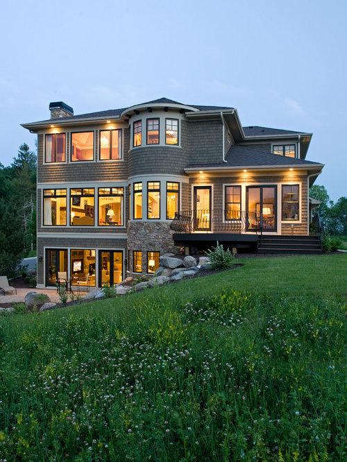 Ideas para fachadas dise os de fachadas grises con - Tejado a cuatro aguas ...