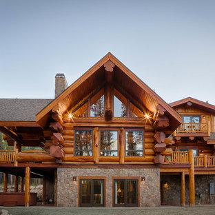 デンバーのラスティックスタイルのおしゃれな家の外観の写真