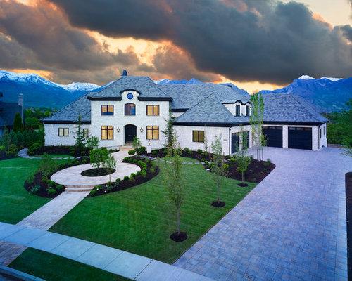 Fotos de fachadas dise os de fachadas con tejado a for Tejados madera blanca