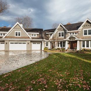 Foto de fachada de casa beige, ecléctica, de dos plantas