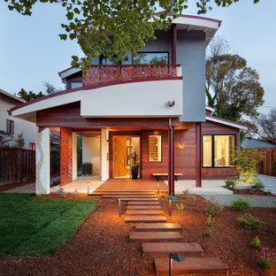 Diseño de fachada de casa multicolor, actual, de dos plantas, con revestimientos combinados