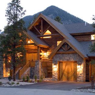 На фото: большой, трехэтажный, разноцветный частный загородный дом в стиле рустика с комбинированной облицовкой, двускатной крышей, крышей из гибкой черепицы и серой крышей с
