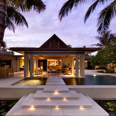 Tropical Exterior by Kukk Architecture & Design P.A.