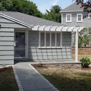 ボストンの中くらいのエクレクティックスタイルのおしゃれな家の外観の写真