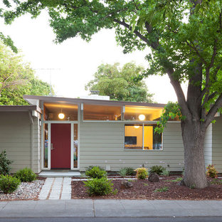 Example of a mid-century modern one-story wood exterior home design in San Francisco with a shed roof
