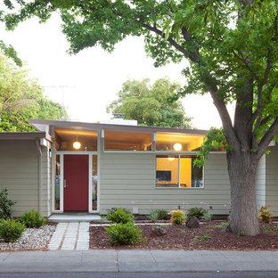 サンフランシスコのミッドセンチュリースタイルのおしゃれな家の外観 (木材サイディング) の写真