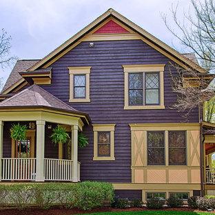 Идея дизайна: двухэтажный, деревянный, фиолетовый дом среднего размера в стиле фьюжн