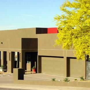Diseño de fachada marrón, retro, de tamaño medio, de una planta, con revestimiento de adobe y tejado plano
