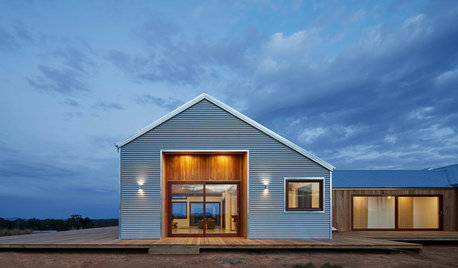 Houzz Tour: A Shed-Style Home Frames Views of the Trentham Plains
