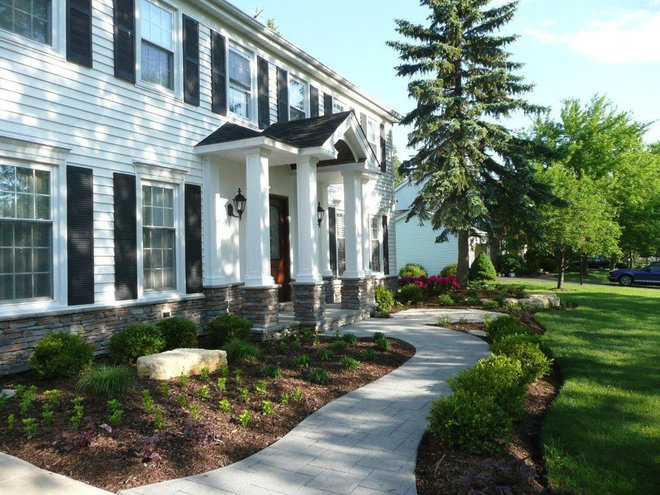 Exterior by Detailed Builders Inc.