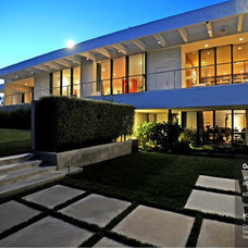 Modern Exterior by Barry Talley Designs